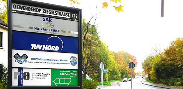 Seit Jahren entwickeln wir gemeinsam mit Partnerfirmen den Gewerbehof an der Ziegelstraße in Dinslaken zu einem modernen Nutzfahrzeuge-Zentrum. Die Nähe zu den Autobahnen A 3 und A 59 macht den Gewerbehof zum perfekten Ort für alle Ihre Anliegen rund um Nutzfahrzeuge.